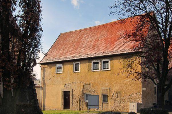 Denkmal geschütztes Wohnhaus mit Nebengebäude im
