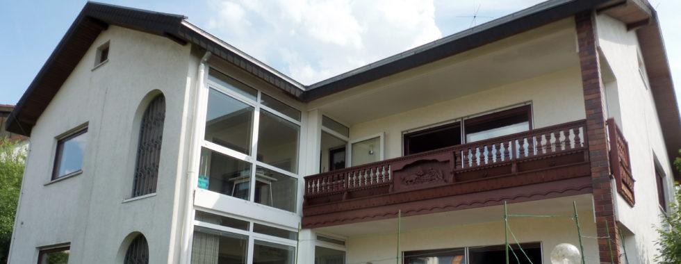 Freistehendes Zweifamilienhaus mit Balkon und Terrasse!