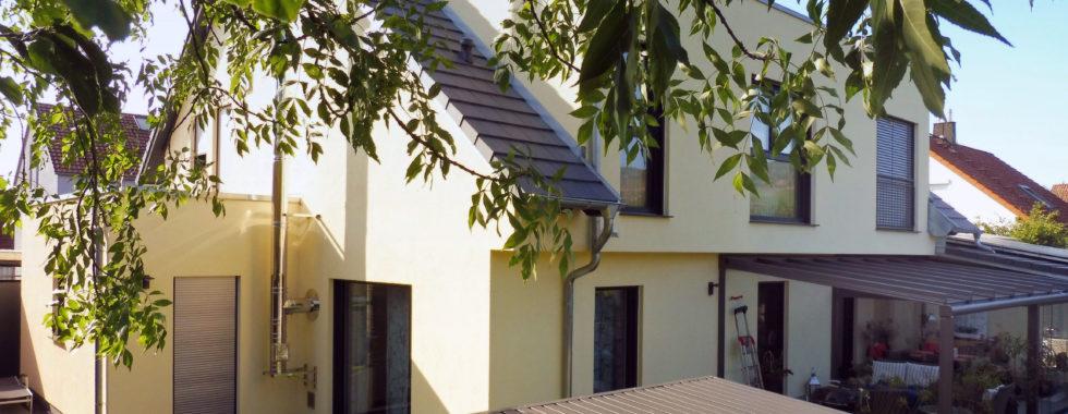 … so gut wie neu! Einfamilienhaus in Komfort – Qualität mit Blick auf die Weinberge!